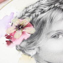 detalle flor seca sobre dibujo